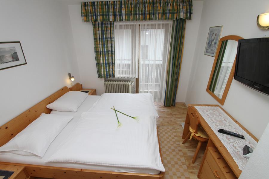 doppelzimmer pension wallner urlaub in saalbach. Black Bedroom Furniture Sets. Home Design Ideas